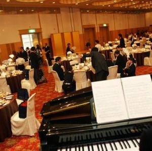 披露宴会場の様子。ピアノの生演奏をお願いしました。|93586さんのホテル熊本テルサの写真(31686)